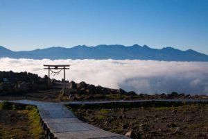 この夏、雲海を見に行ってみない? 車山高原サンライズ雲海リフト、週末などに運行中