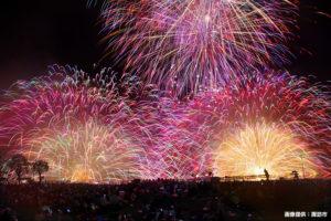 コンビニでの自由席販売ももうすぐ! 全国屈指の規模を誇る「諏訪湖祭湖上花火大会」